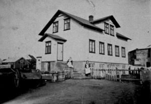 Gamli Barnaskólinn í gamla daga